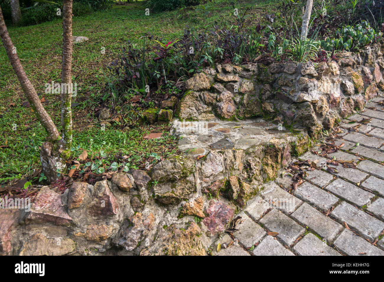Garden Ideas Using Natural Stones For Steps And Garden Walls   Stock Image