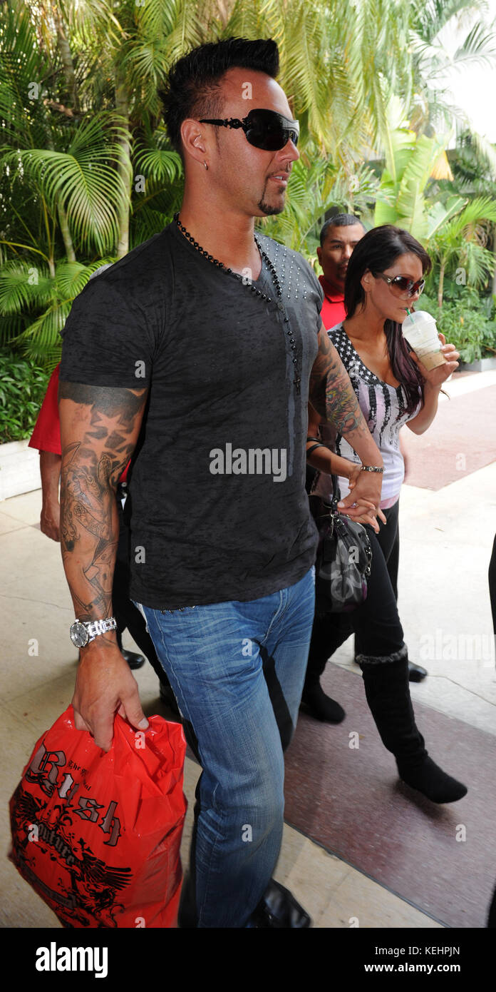 MIAMI BEACH, FL - MARCH 21: Jersey Shore's Jenni 'Jwoww' Farley and boyfriend Roger Williams looked - Stock Image