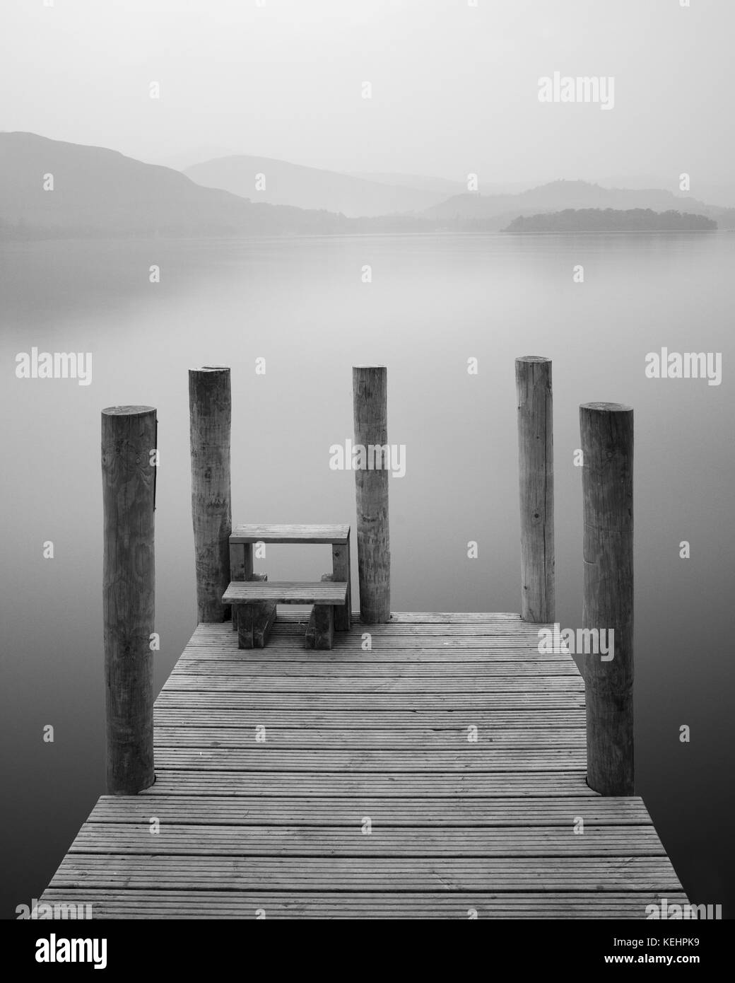 Jetty Pier Boat Landing Derwentwater Lake District Foggy Peaceful Calm Meditation - Stock Image