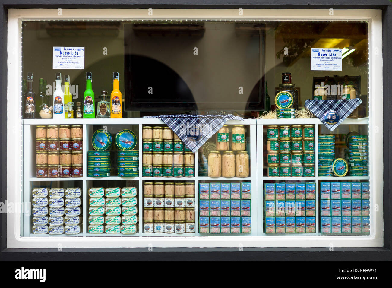 Canned tuna fish and anchovy, Pescados Nuevo Libe, in shop in Calle Santander in Santona, Cantabria, Northern Spain - Stock Image