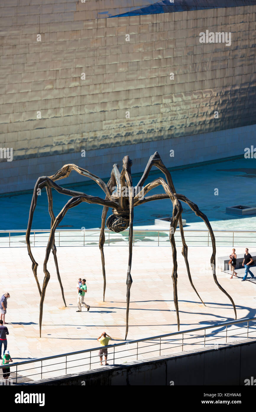 Guggenheim Museum and giant spider sculpture 'Maman' in Bilbao, Spain - Stock Image