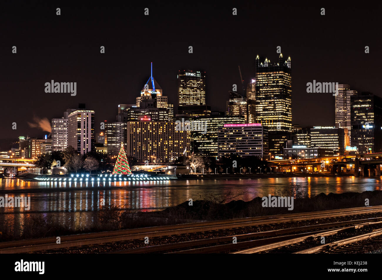 Pittsburgh Skyline Christmas 2021 Pittsburgh Skyline During Light Up Night Several Skyscrapers Christmas Tree And Allegheny River Waterfront In Pennsylvania Usa Stock Photo Alamy