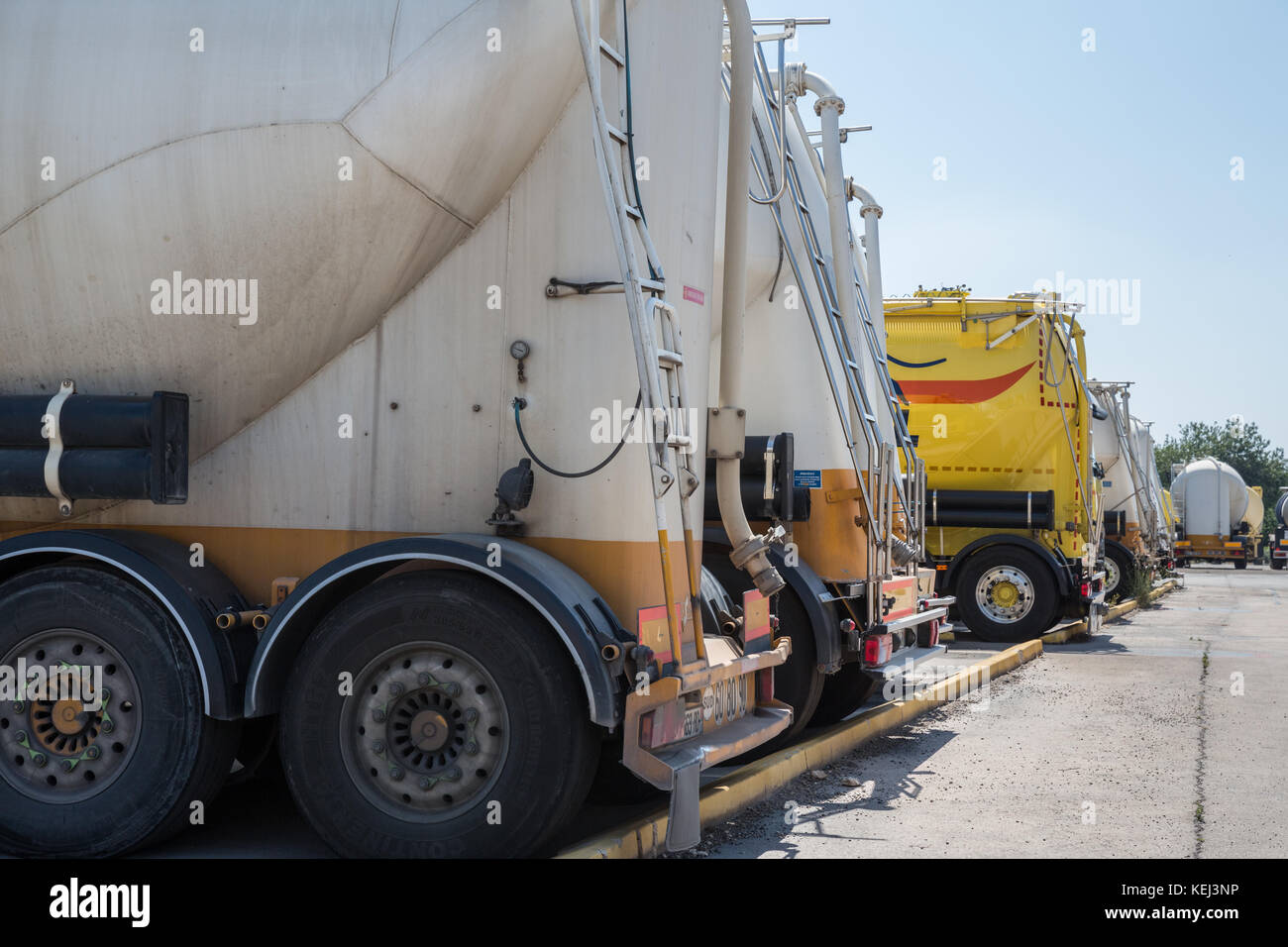 Cement Truck Stock Photos Amp Cement Truck Stock Images Alamy