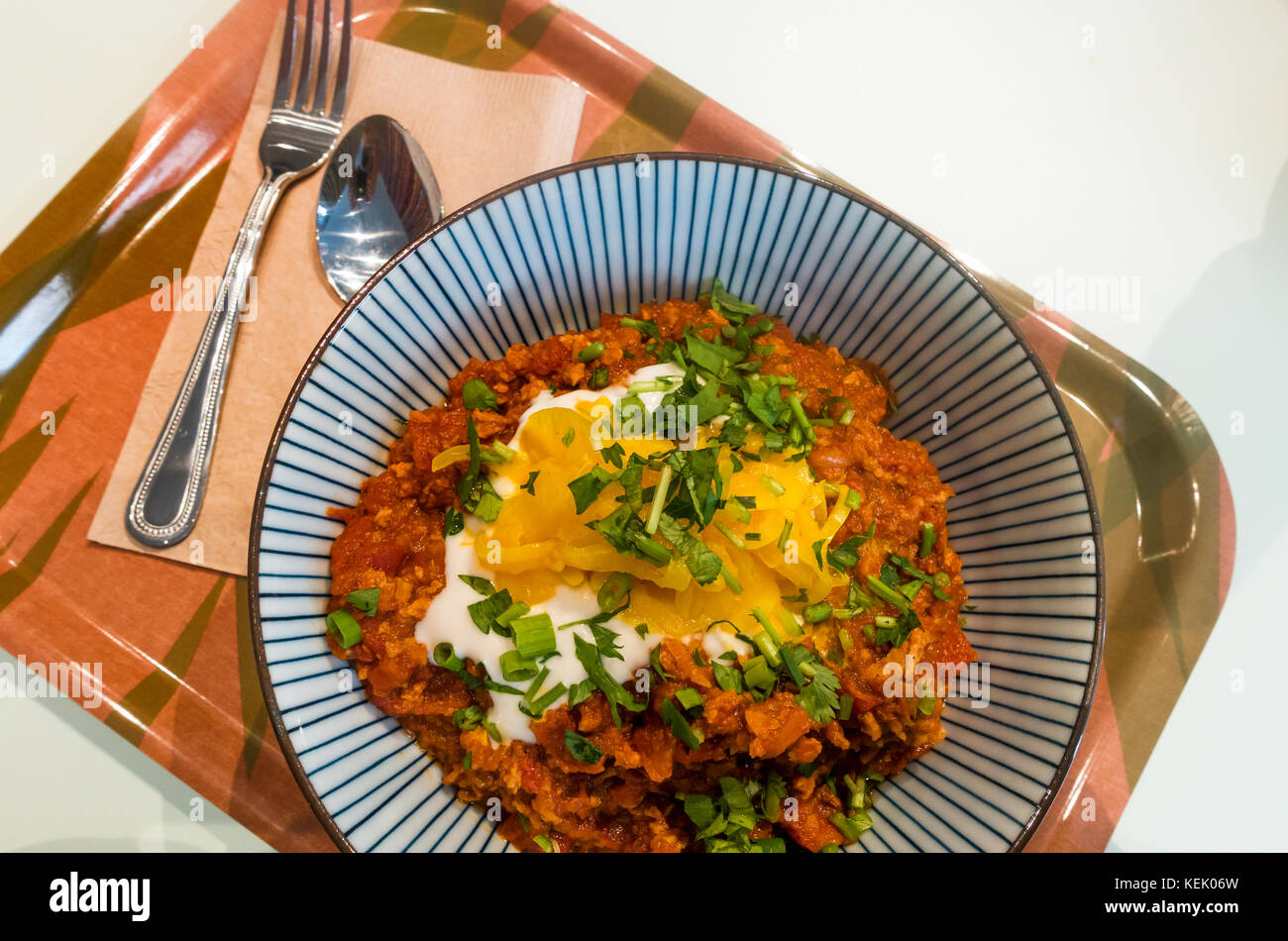 Spicy chili sin carne, a vegetarian dish served at Le Botaniste in SoHo, New York City - Stock Image