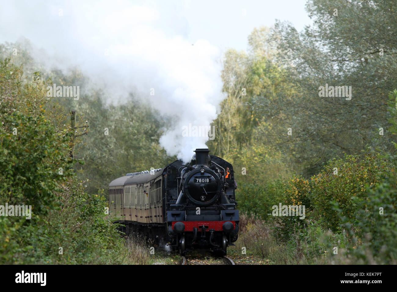 Peterborough, UK. 21st Oct, 2017. A steam locomotive train 78018 powers its way through Nene Park in Peterborough Stock Photo