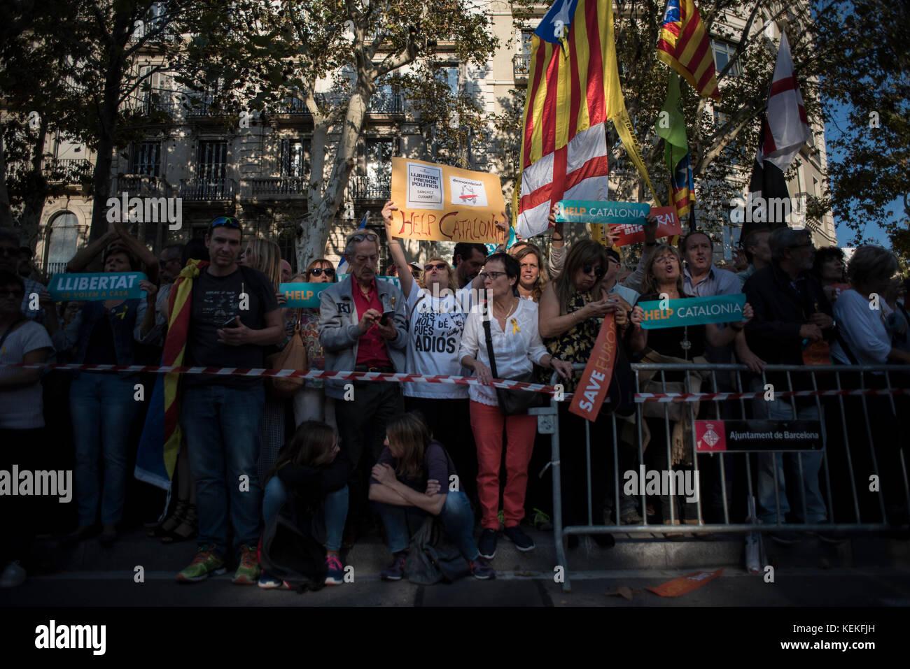 Barcelona, Spain. 21st October, 2017. Barcelona. Demonstration against the imprisonment of the Catalan leaders Jordi - Stock Image