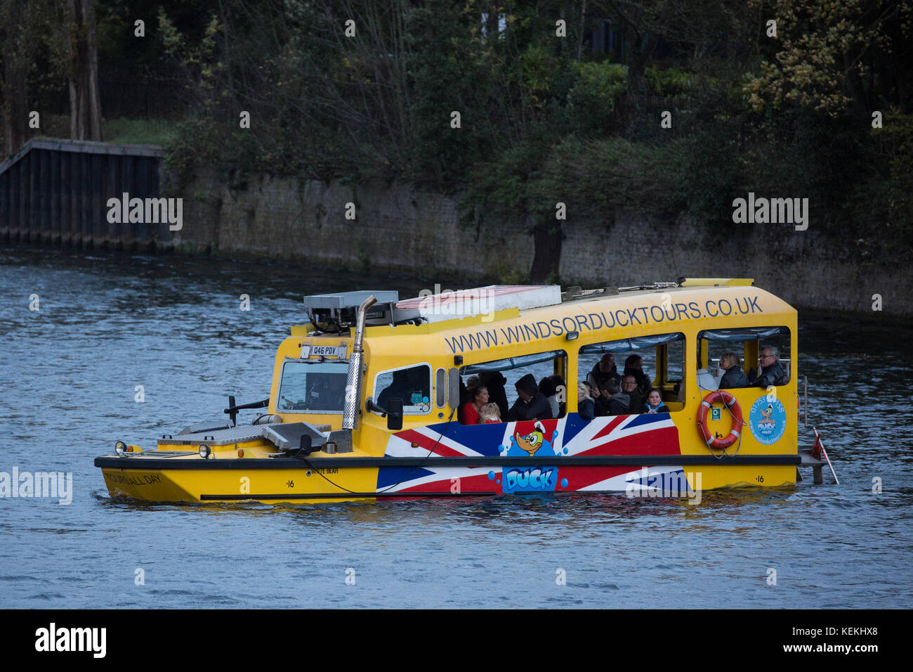 Windsor, UK. 21st October, 2017. Windsor Duck Tours' purpose-built SeaHorse 'duck' boat based on a historical - Stock Image