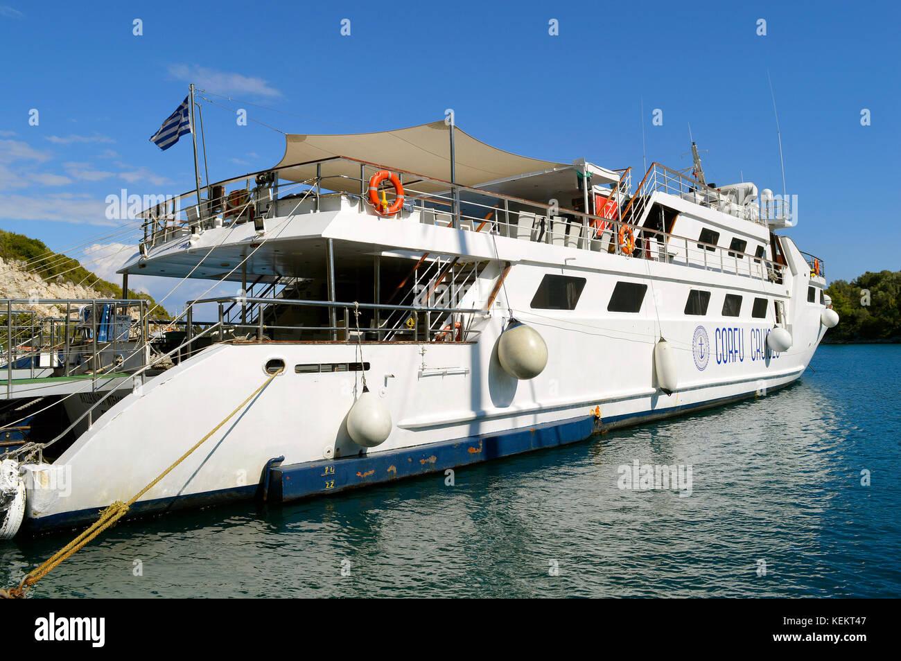 Corfu cruises ferry in Antipaxos harbour ready to sail to Corfu - Stock Image