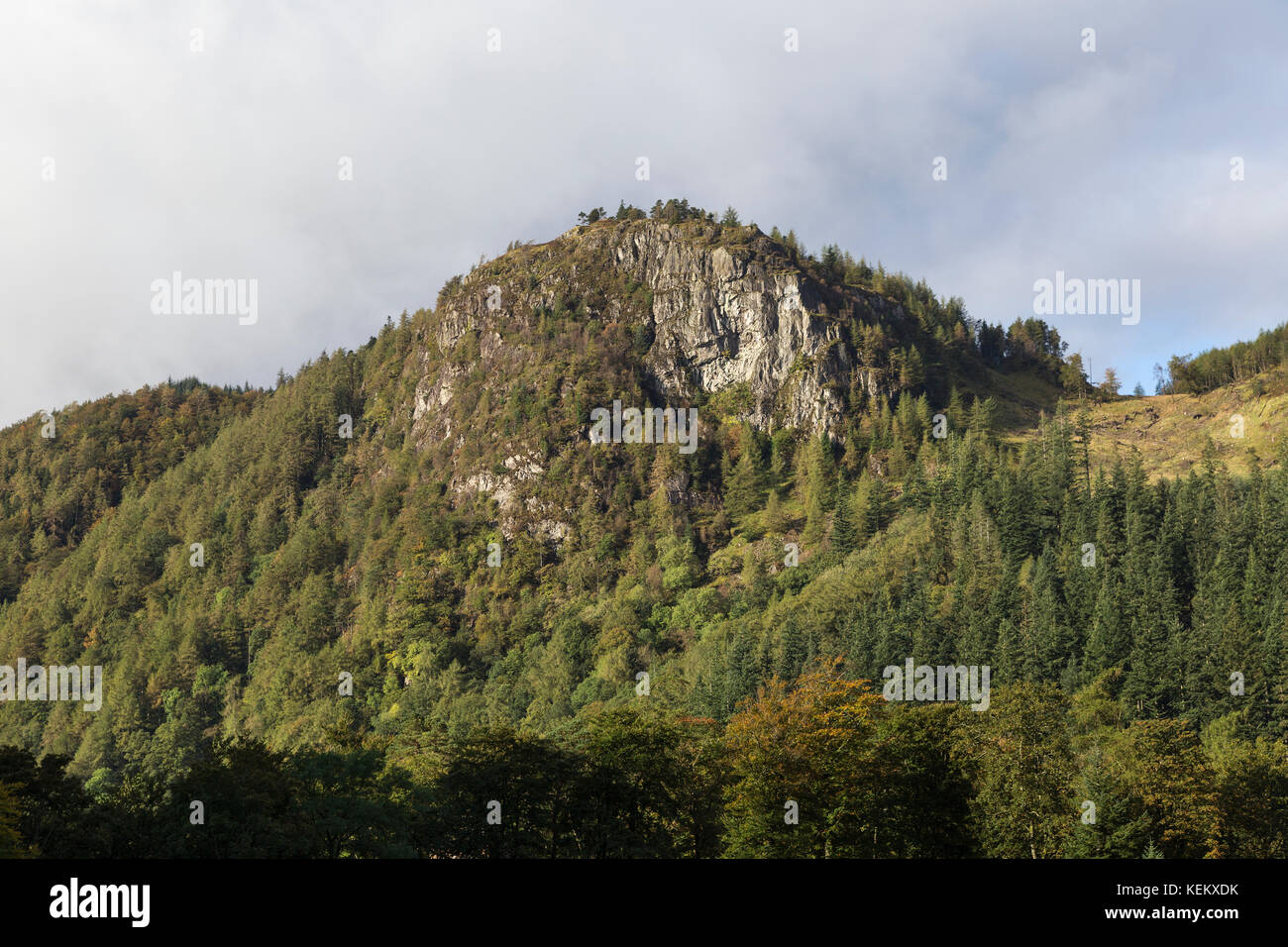 Lake District, Cumbria - Raven Crag towers above Thirlmere - Stock Image