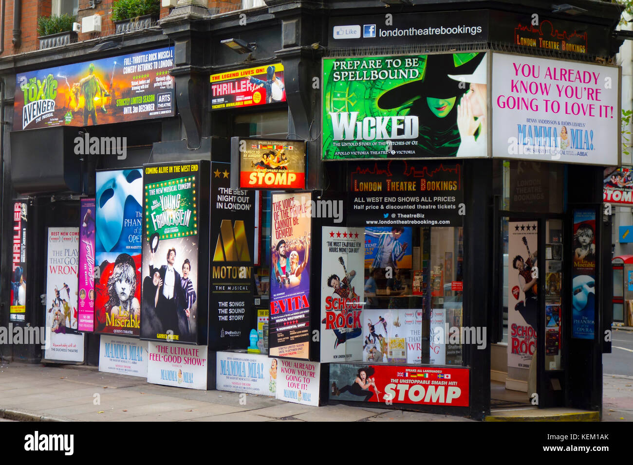 London, England, UK. London Theatre Bookings shop selling discount theatre tickets at 188 Shaftesbury Avenue. - Stock Image