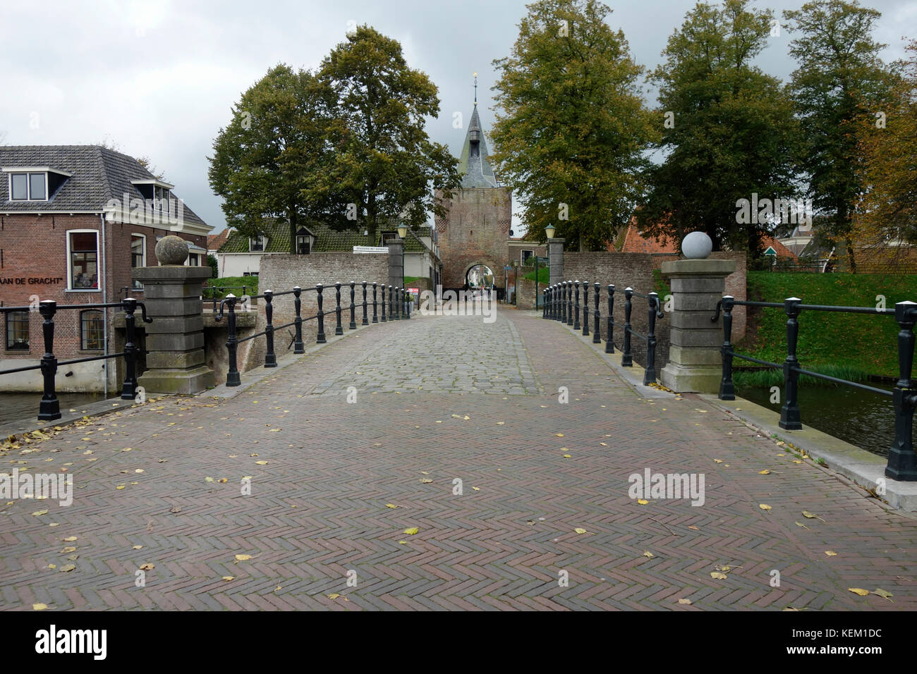 Main street, city gate and historic buildings of Elburg, an old Hanseatic city in the province Gelderland in the - Stock Image