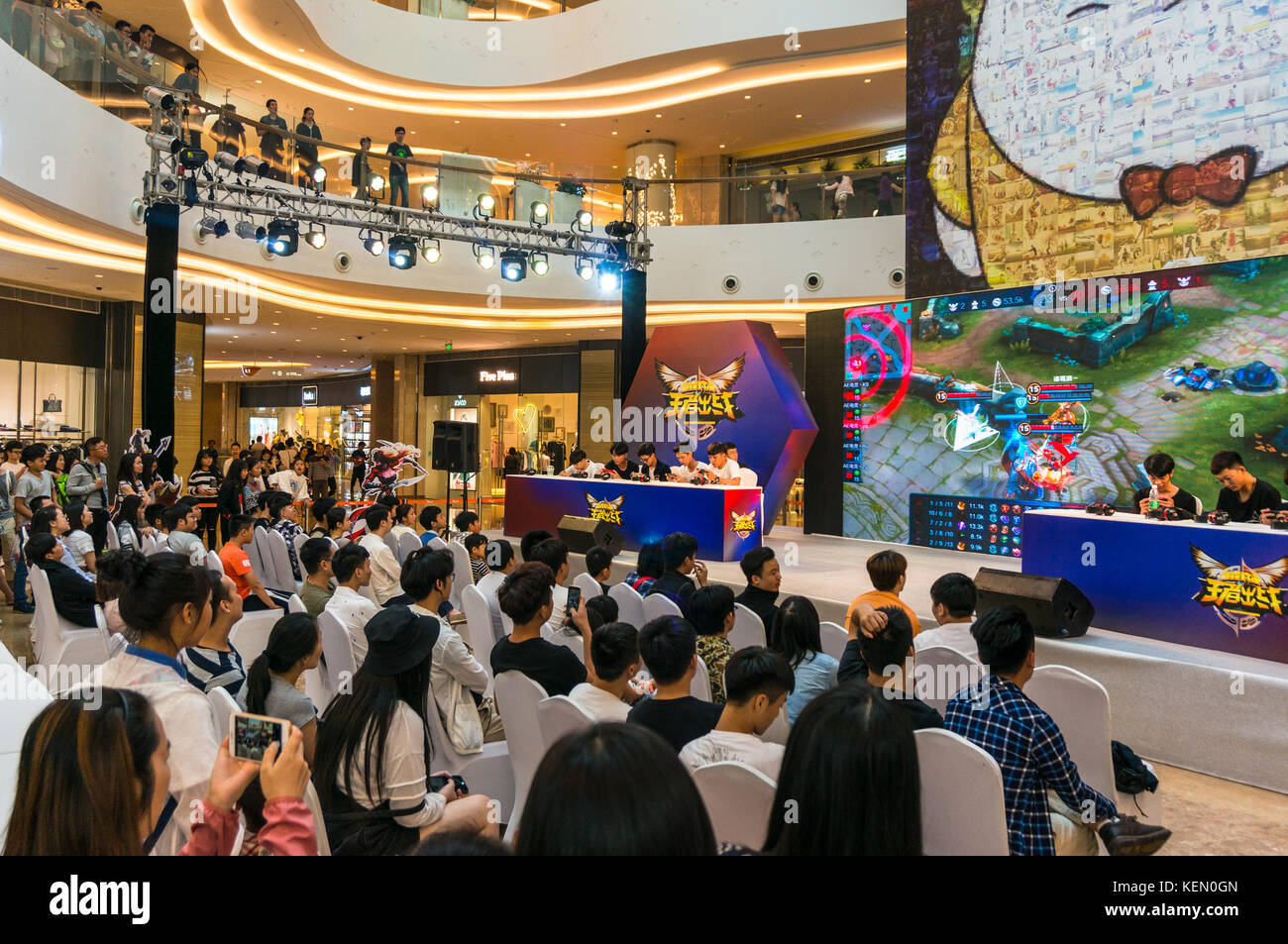 Team mobile video game competition, Kings Smackdown, a League of Legends style game, at a shopping mall in Shenzhen, - Stock Image