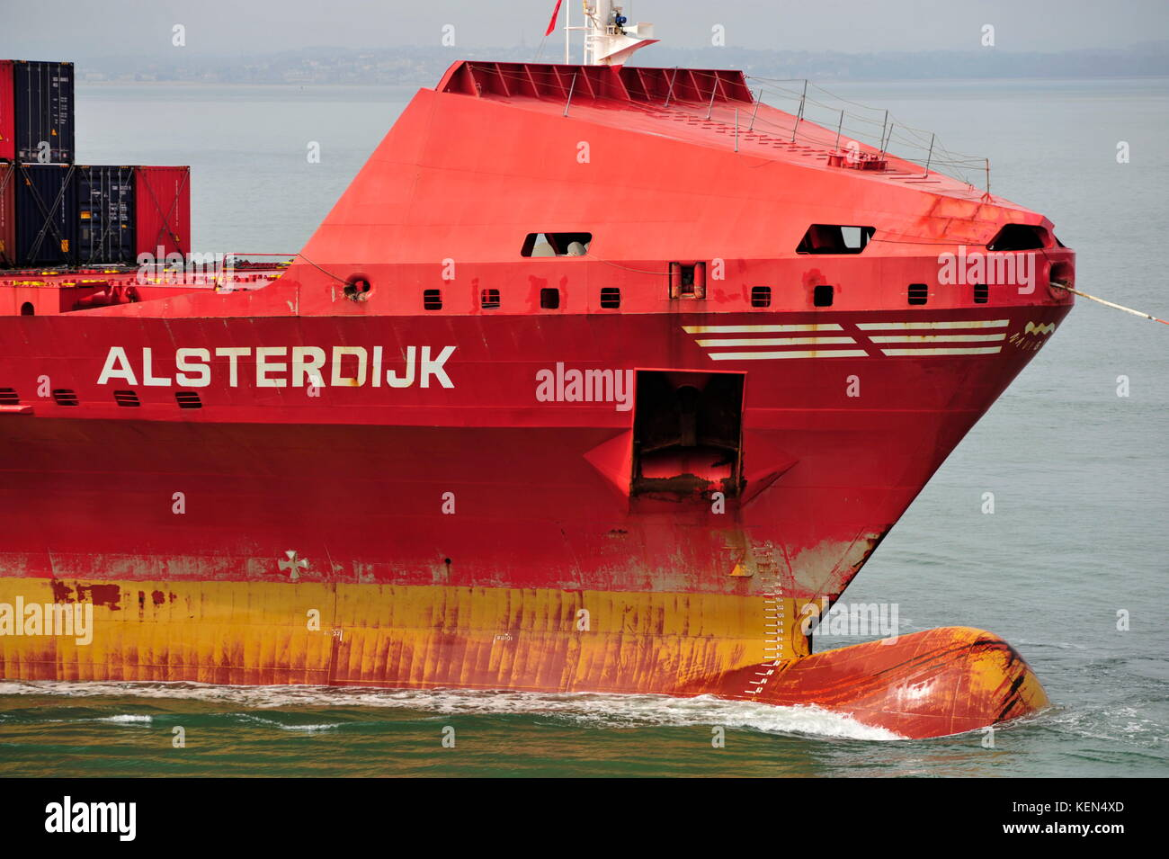 AJAXNETPHOTO. 24TH MAY, 2015. PORTSMOUTH, ENGLAND. - SHORT SEA CONTAINERSHIP ALSTERDIJK SHOWING BOW BREAKWATER AND Stock Photo