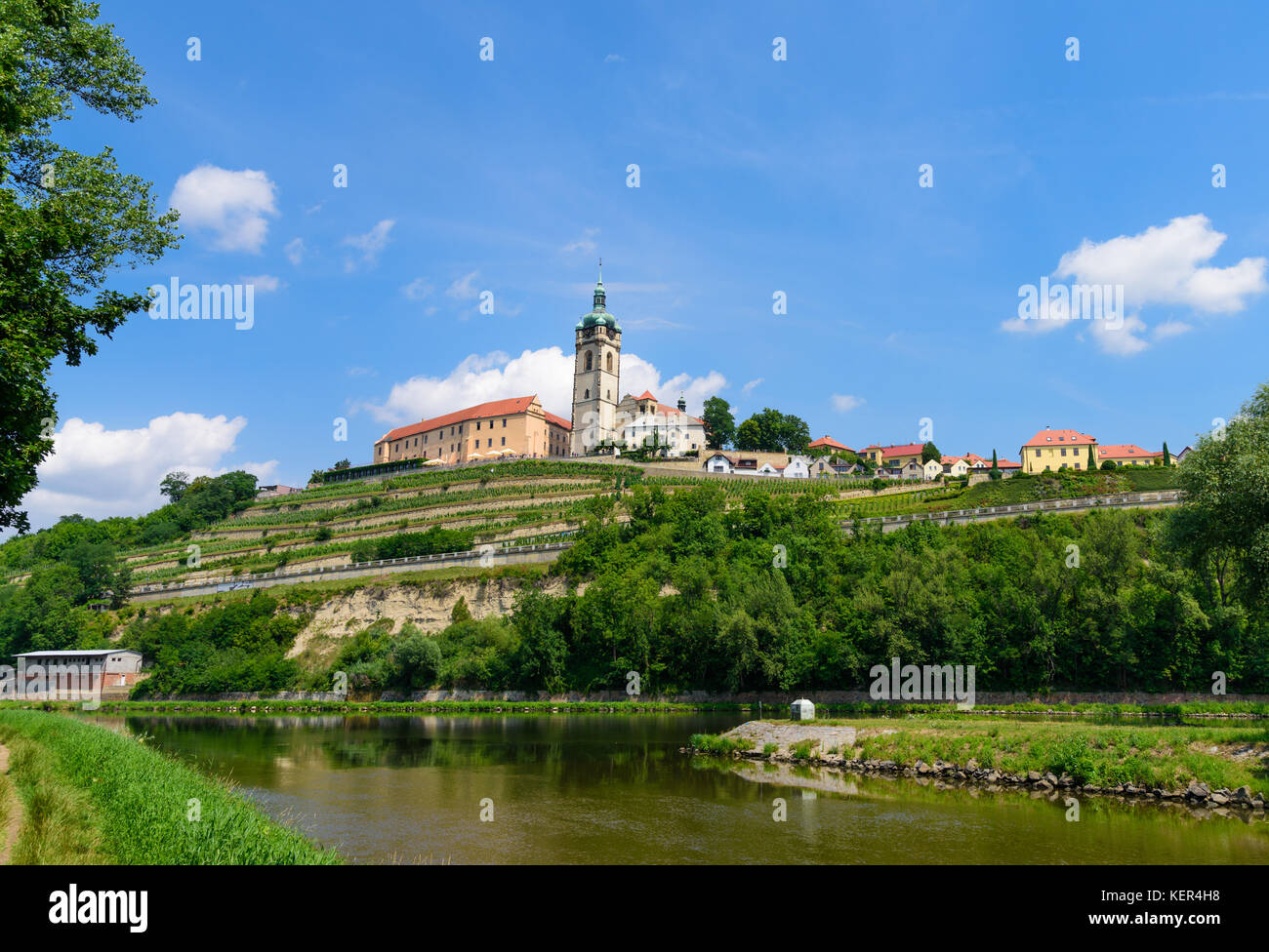 The historic Mělník castle and church tower of St. Peter and Paul at the confluence of the Vltava (Moldau) - Stock Image