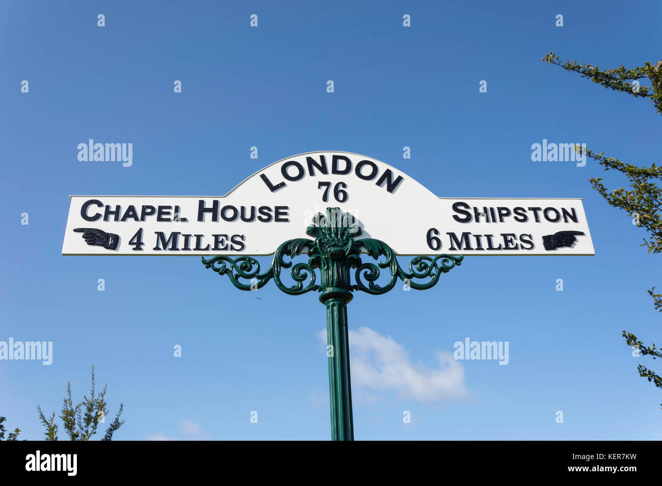 Vintage road sign, Main Street, Long Compton, Warwickshire, England, United Kingdom - Stock Image