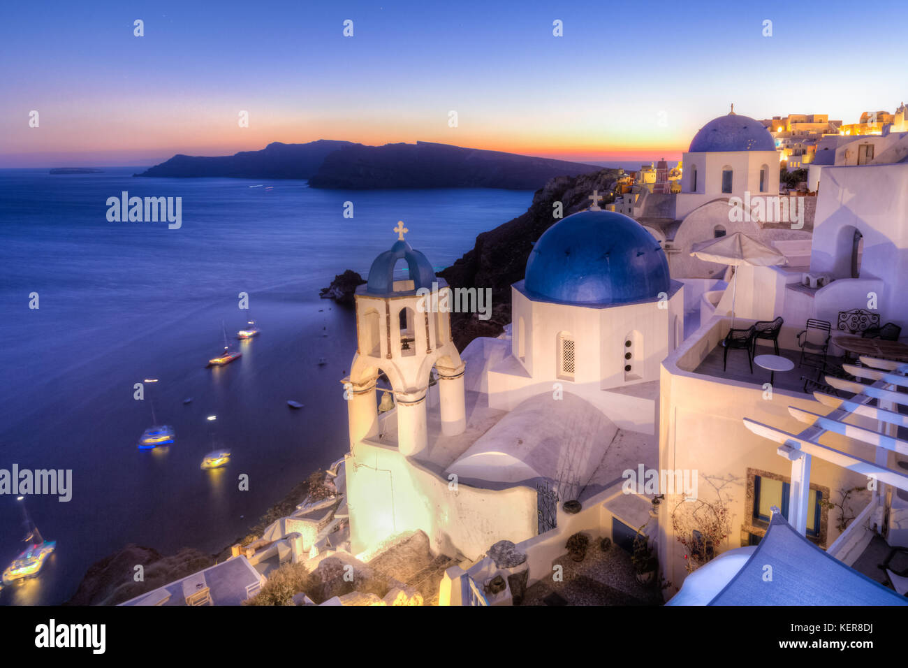 Traditional greek village of Oia at dusk, Santorini island, Greece. - Stock Image