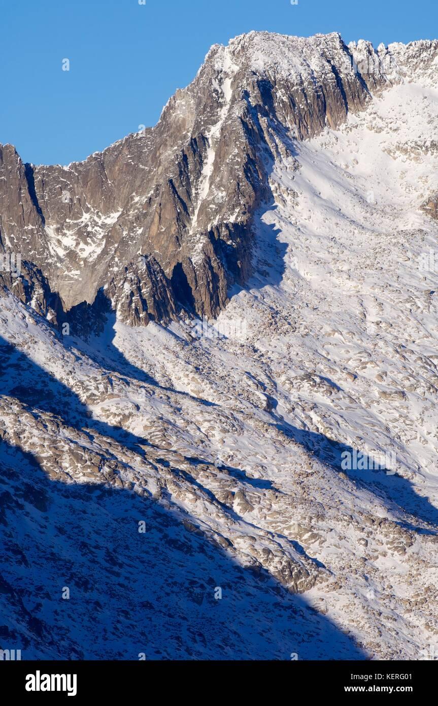 Peak in the Maladeta Massif, Posets Maladeta Natural Park, Huesca, Aragon, Pyrenees, Spain Stock Photo