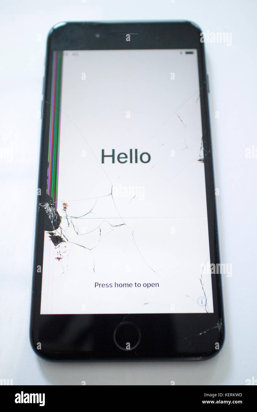 f381ed1ce9c Apple iphone 7 plus with cracked screen Stock Photo: 164019001 - Alamy