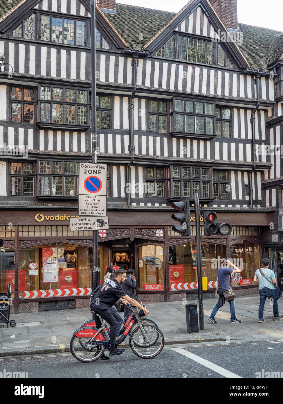 STAPLE INN BUILDING, HIGH HOLBORN, LONDON:  Tudor Grade 1 Listed Building which is home of the and is the last surviving Stock Photo