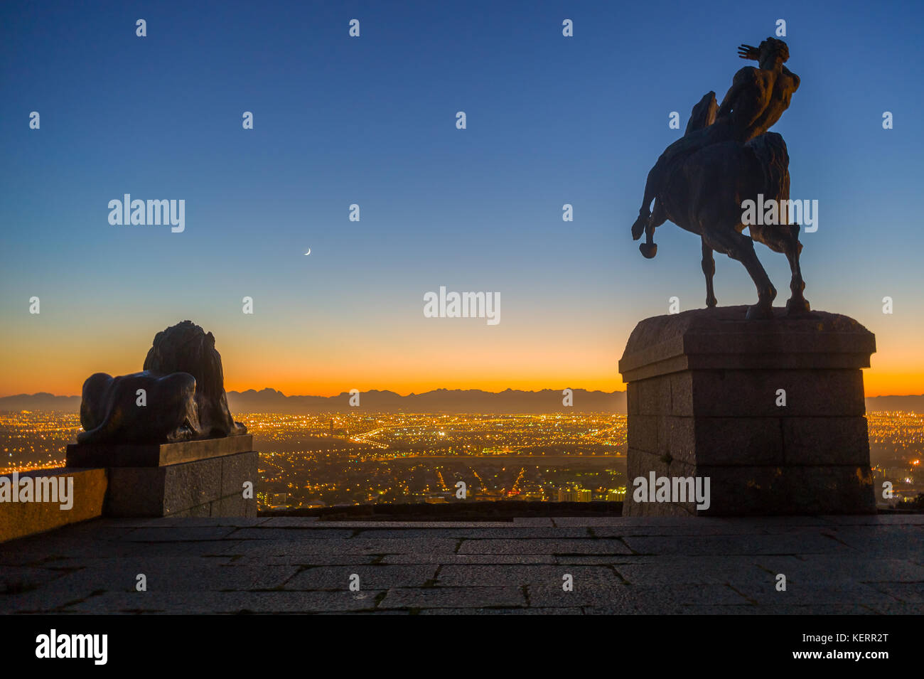 Rhodes Memorial overlooks the city lights and distant mountain ranges of the City of Cape Town, Western Cape, South - Stock Image