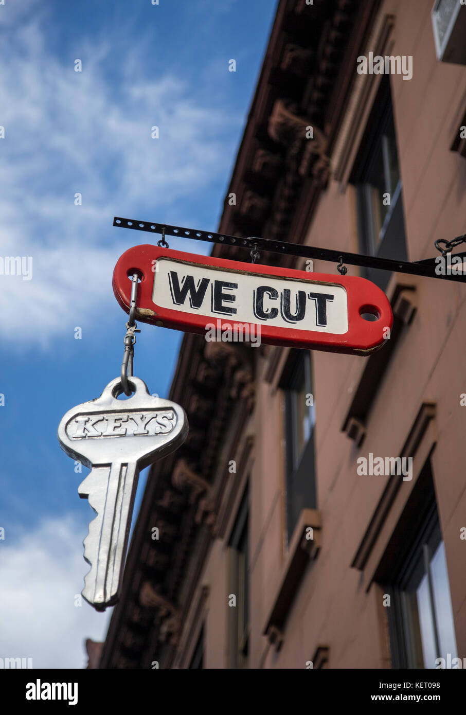 Sign over a locksmith shop in Brooklyn, New York - Stock Image