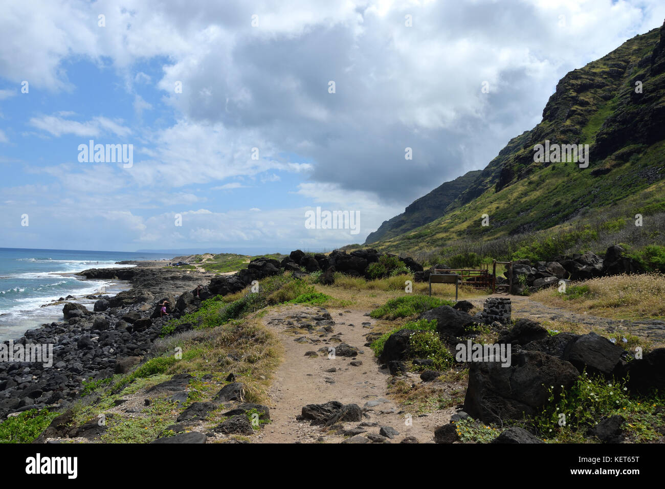 Hiking on Ka'ena Point Trail, Oahu Hawaii - Stock Image