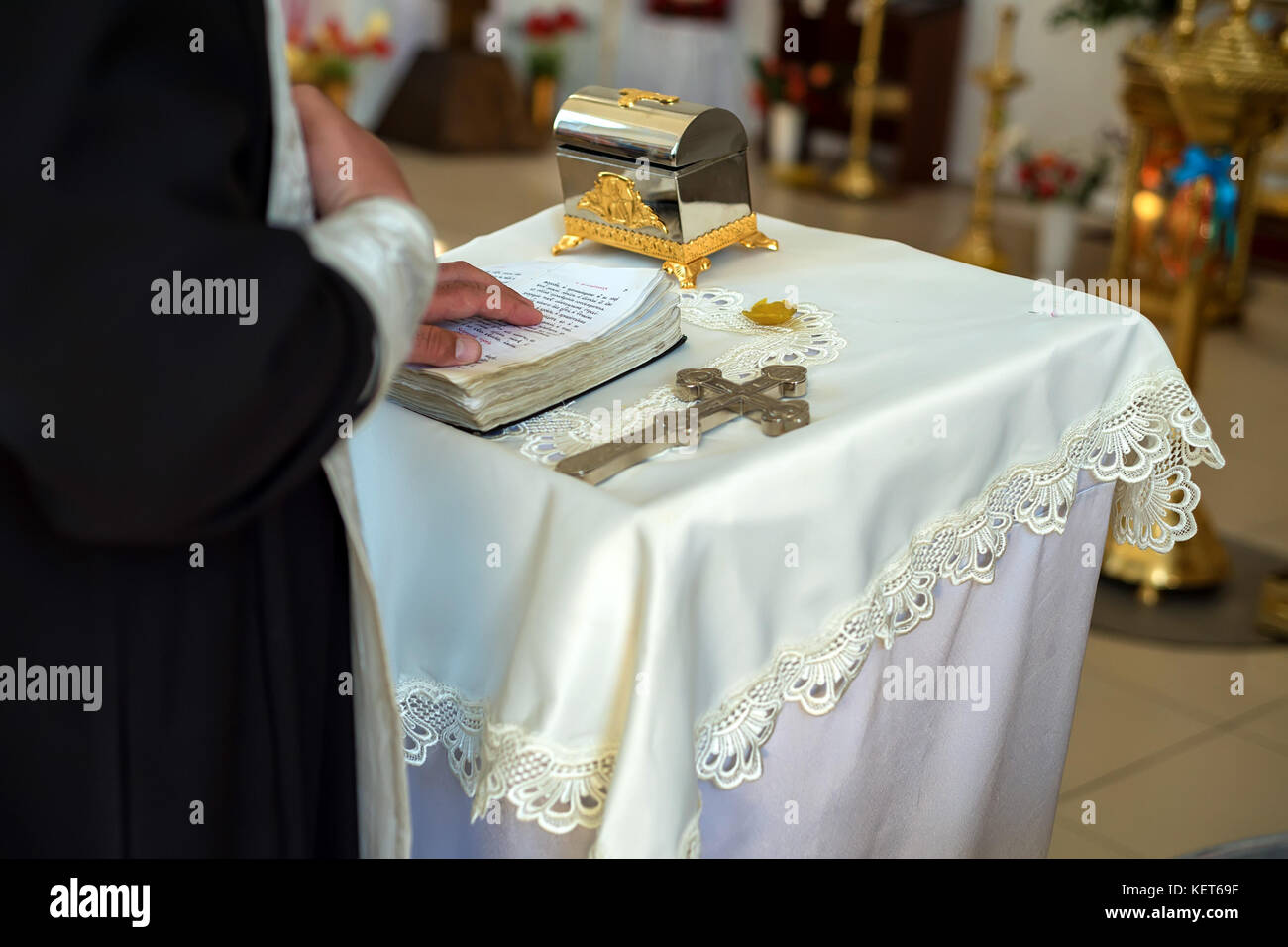 Orthodox christian priest performs rite - Stock Image