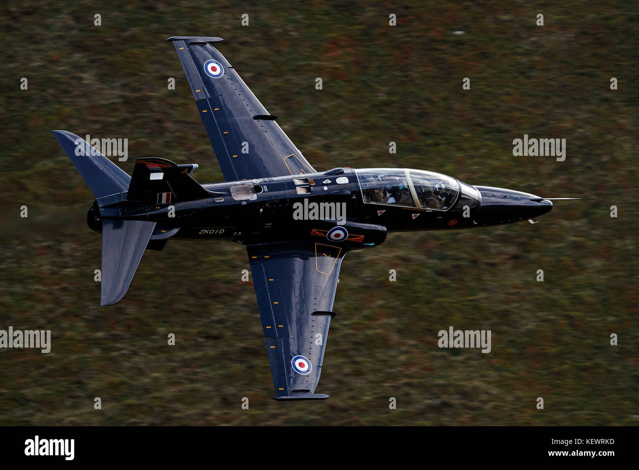 Royal Air Force BAE Systems T2 Hawk (ZK010) flies low level through the Mach Loop, Machynlleth, Wales, United Kingdom - Stock Image