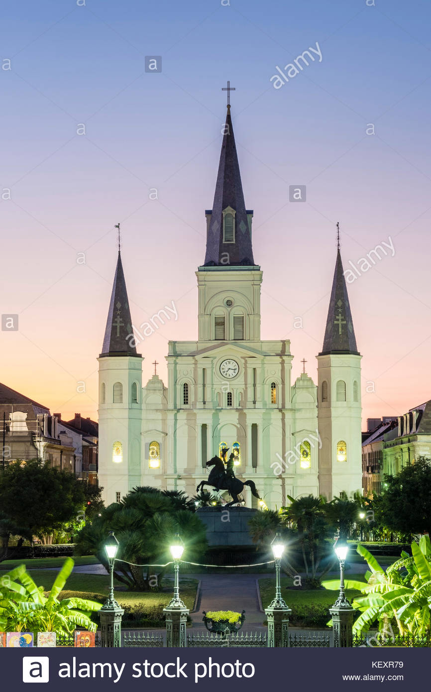 United States, Louisiana, New Orleans, French Quarter. Jackson Square and St. Louis Cathedral at dusk. - Stock Image