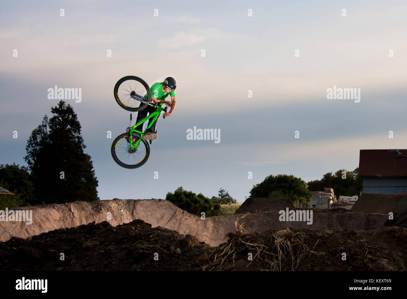 Guy French does a 'Table' at the Post Office Jumps.  Aptos, CA. April 30th, 2009 - Stock Image