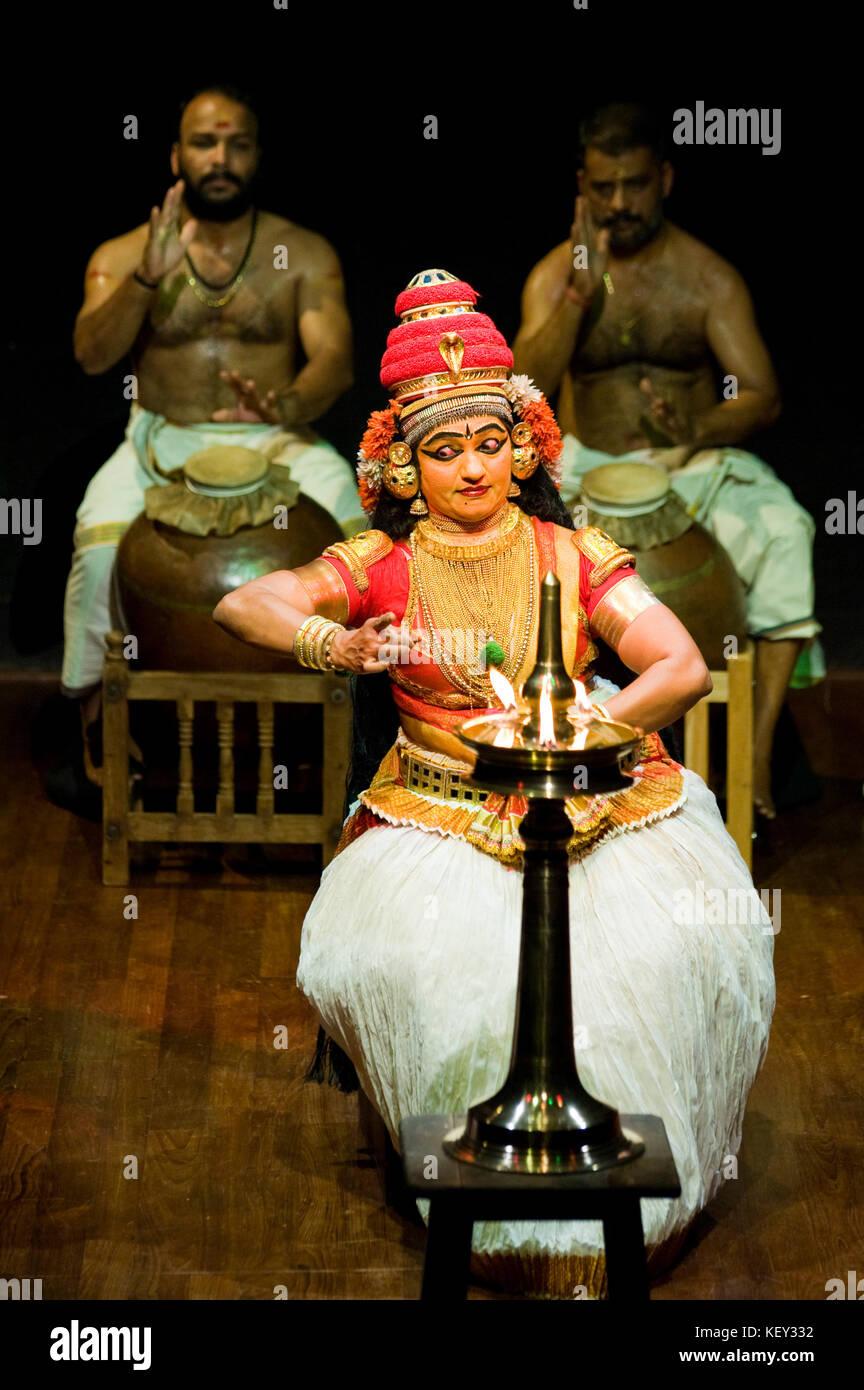 Akrura's Journey – A Nangiar Koothu performance. It describes Akrura's journey to Vrindavan to meet Krishna and - Stock Image