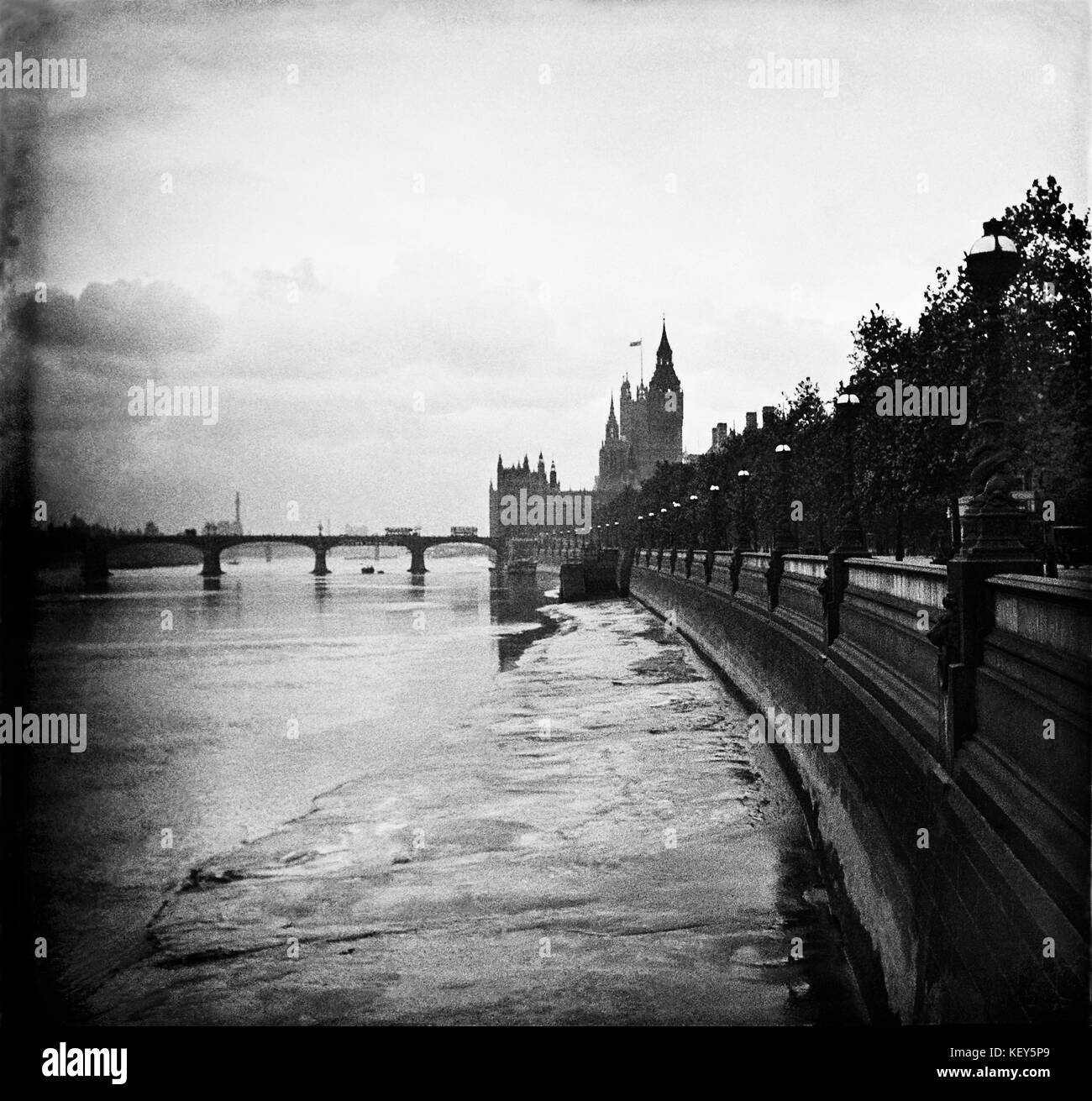 London England 1909.  Thames view of Westminster and Charing Cross. - Stock Image