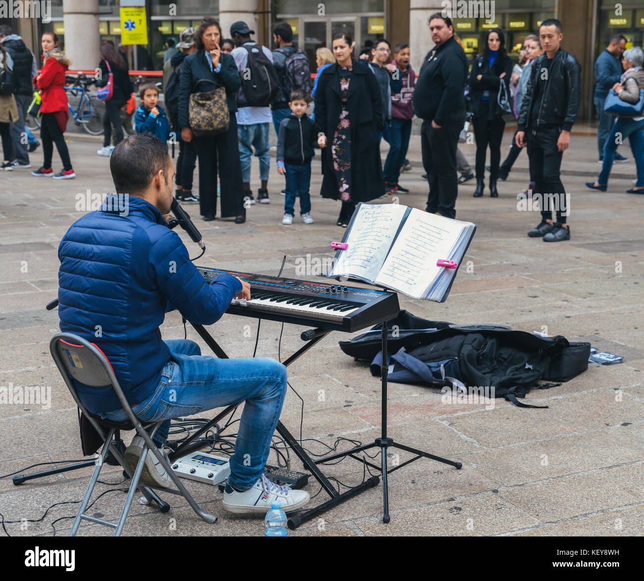 A street performer plays an electronic piano and sings near Piazza Duomo in Milan, Italy - Stock Image