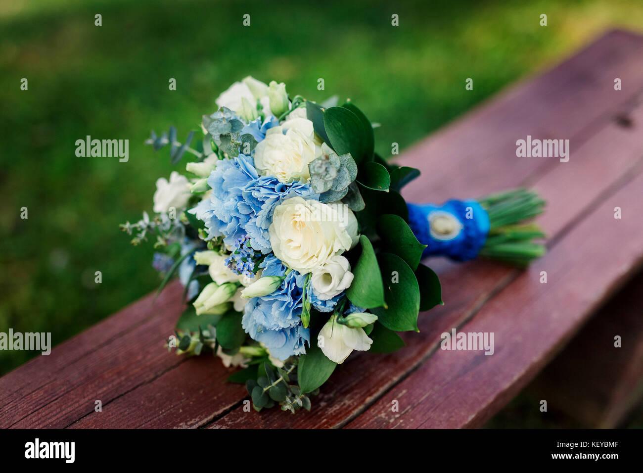 Beautiful blue and white fresh flowers wedding bouquet wedding beautiful blue and white fresh flowers wedding bouquet wedding details izmirmasajfo