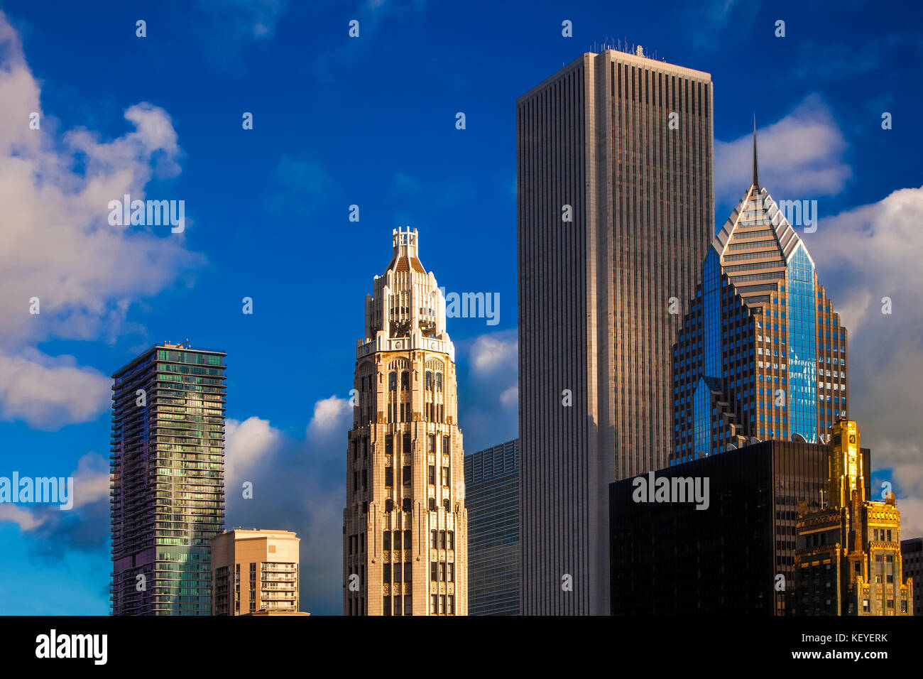 Variety of architectural styles represented in this view of the Chicago skyline - Stock Image