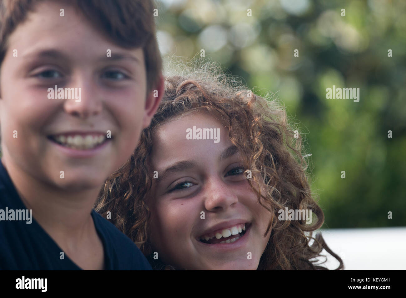 Close-up of a pair of pre-teen brothers posing in very happy and happy attitude Stock Photo