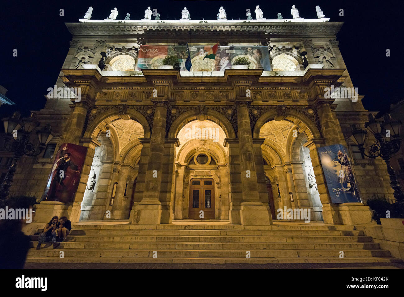 Horizontal view of the Hungarian State Opera House in Budapest at night. - Stock Image
