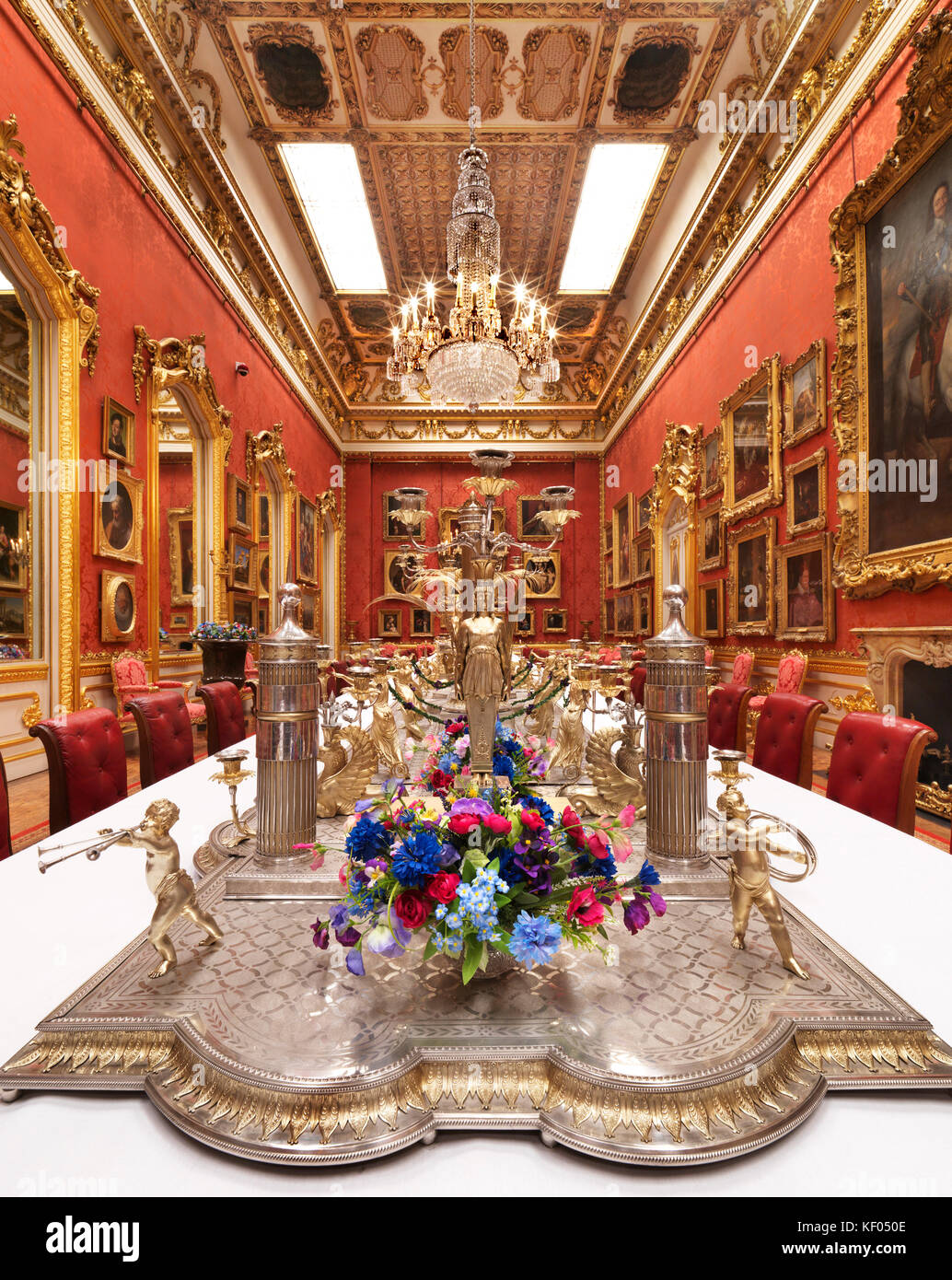 APSLEY HOUSE, London. View of the Waterloo Gallery dressed for a banquet. The Portuguese Service. - Stock Image