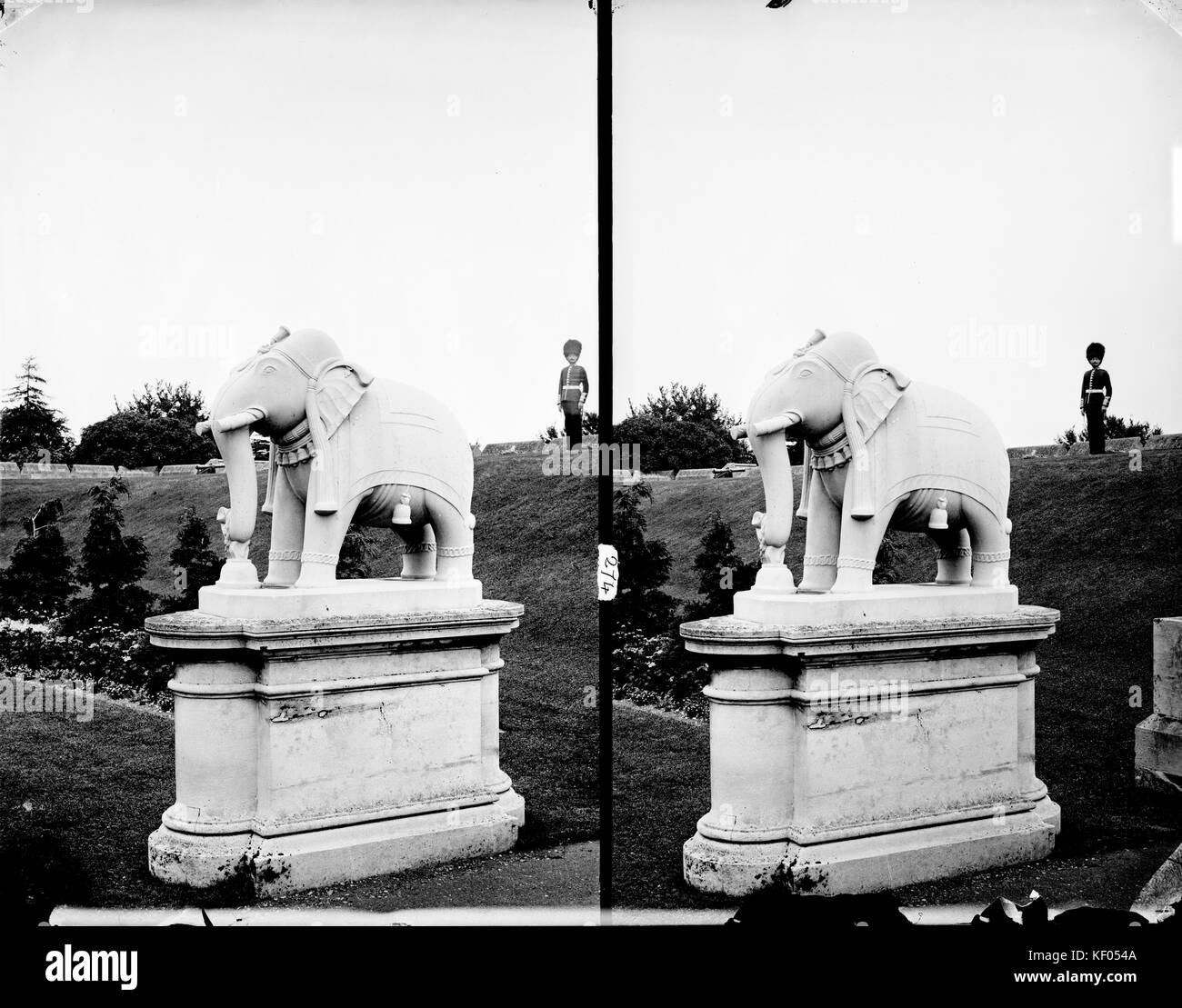 Windsor Castle, Berkshire. Stereoscopic view showing the Lucknow Elephant statue in the grounds of Windsor Castle - Stock Image