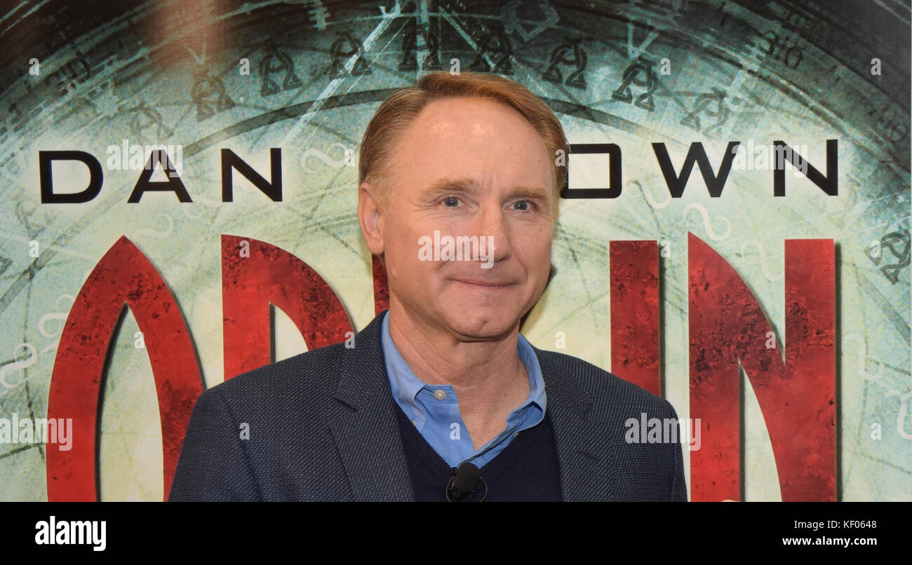 Frankfurt, Germany. 12th Oct. 2017. Dan Brown (* 1964) presents his newest book 'Origin', the latest part - Stock Image