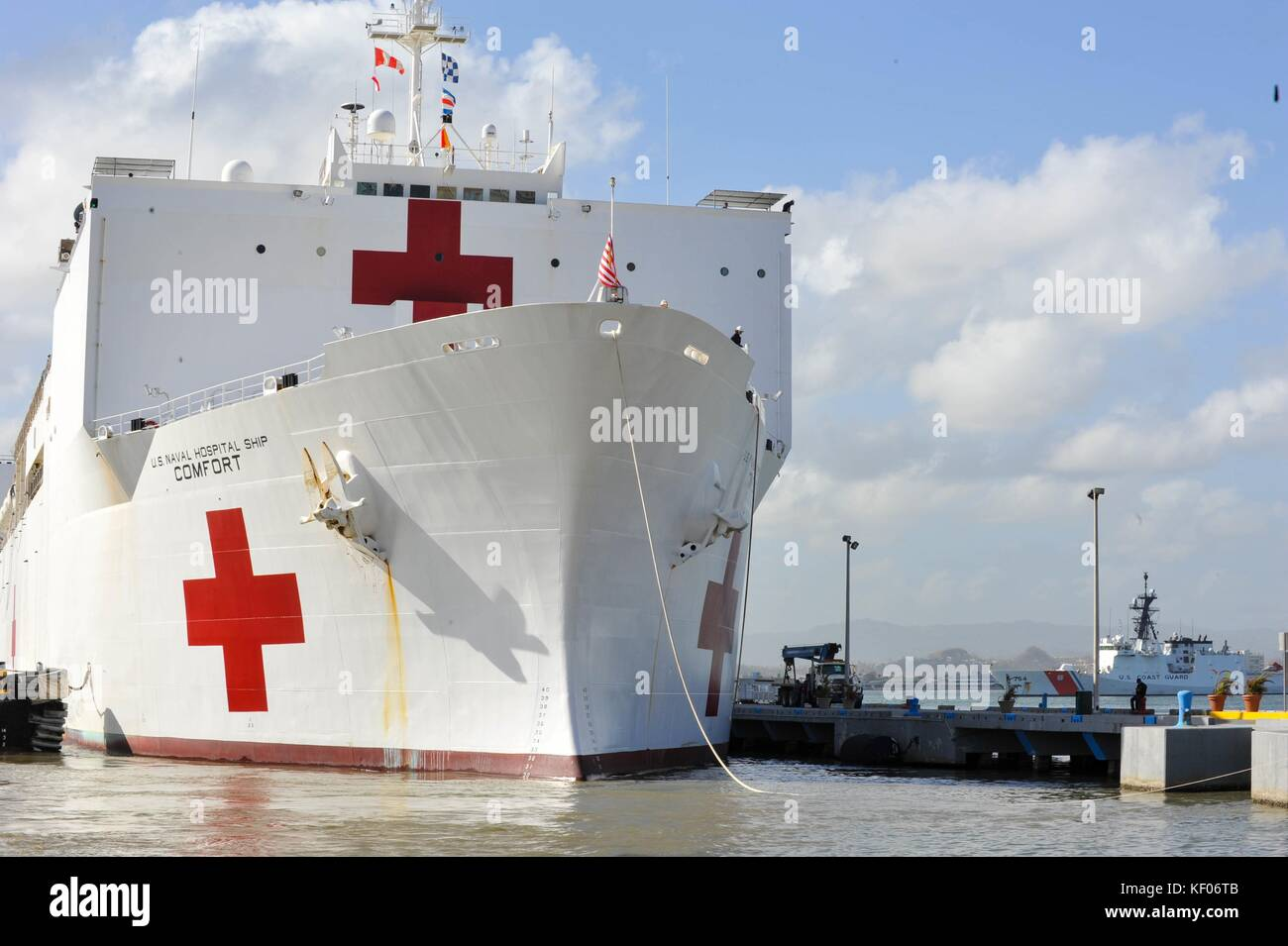 The U.S. Navy Mercy-class hospital ship USNS Comfort arrives in port after Hurricane Maria to provide disaster relief - Stock Image