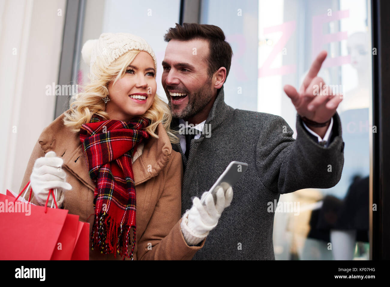 Waist up of adult couple in the city - Stock Image