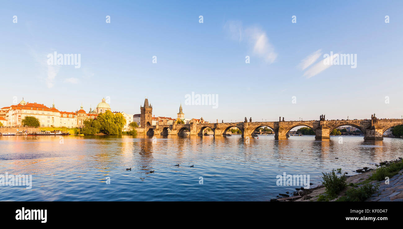 Tschechien, Prag, Altstadt, Moldau, Karlsbrücke, Altstädter Brückenturm, Panorama - Stock Image