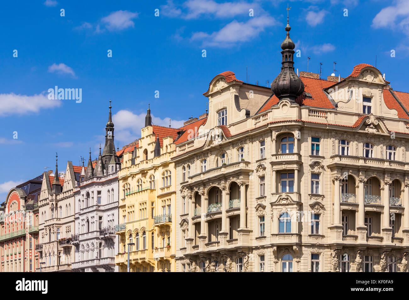 Tschechien, Prag, Moldau-Ufer, Wohnhäuser aus der Gründerzeit, Häuserreihe - Stock Image