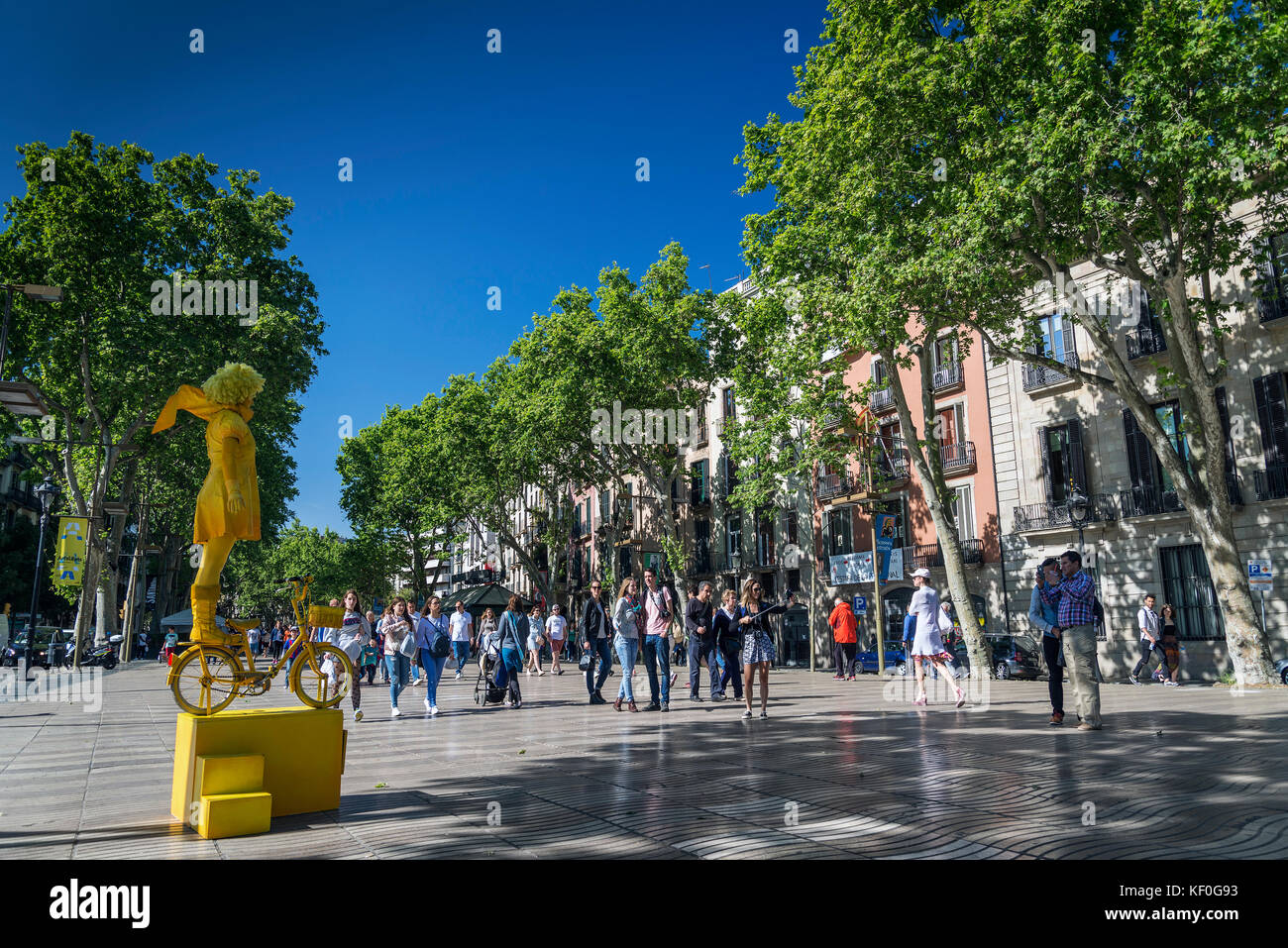performance artist at famous las ramblas pedestrian avenue landmark in downtown barcelona city spain - Stock Image