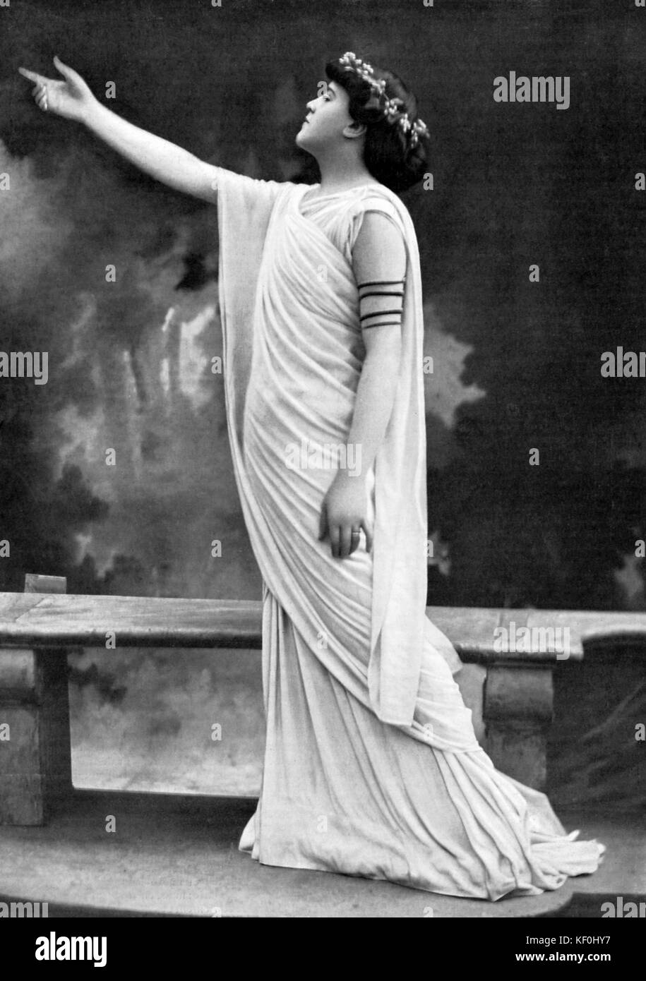 Delvair as Sapho in ' Sapho Desesperee ' at Theatre Antique D ' Orange, France. Ancient drama in two - Stock Image