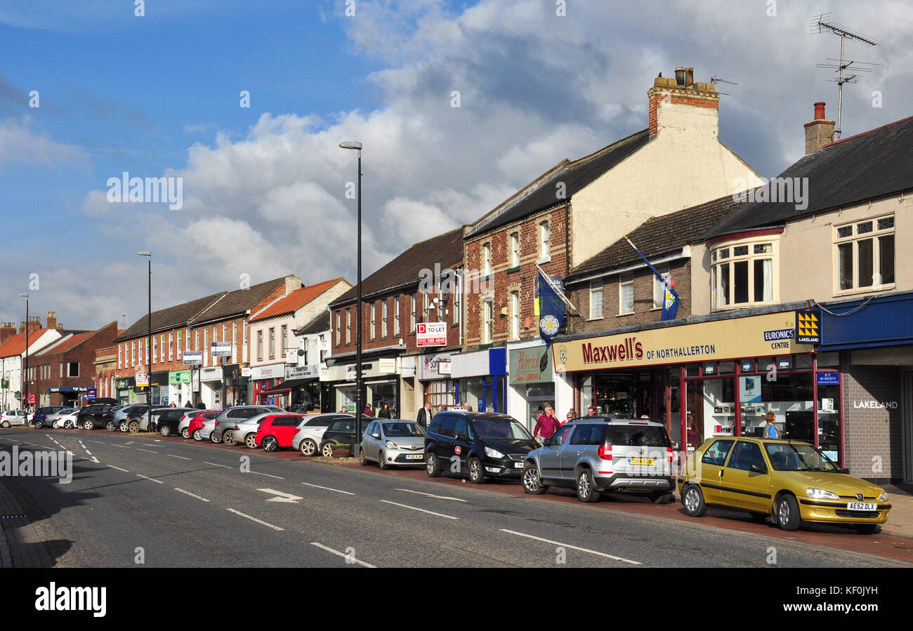Shops and parked cars in High Street, Northallerton, North Yorkshire, England, UK - Stock Image