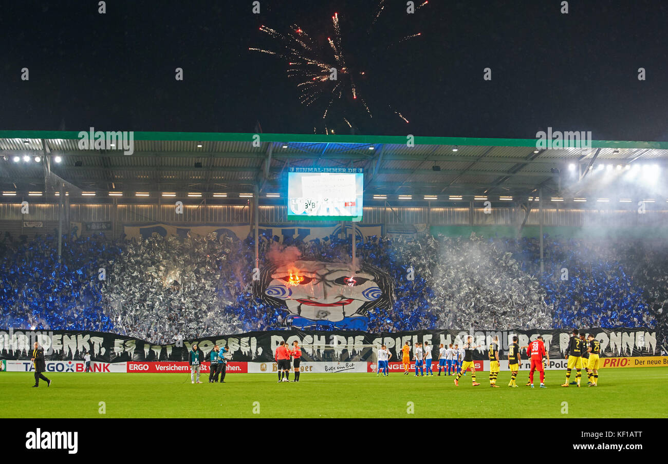 Magdeburg, Germany. 24th Oct, 2017. DFB-Pokal Soccer match, Magdeburg, October 24, 2017 Magdeburg fans celebrating Stock Photo