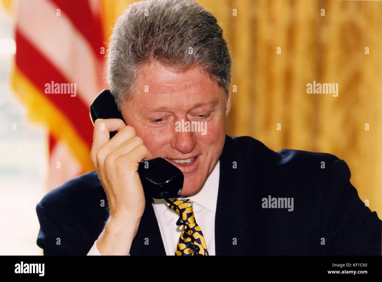 United States President Bill Clinton telephones Mayor Ronald Norick of Oklahoma City, Oklahoma from the Oval Office Stock Photo