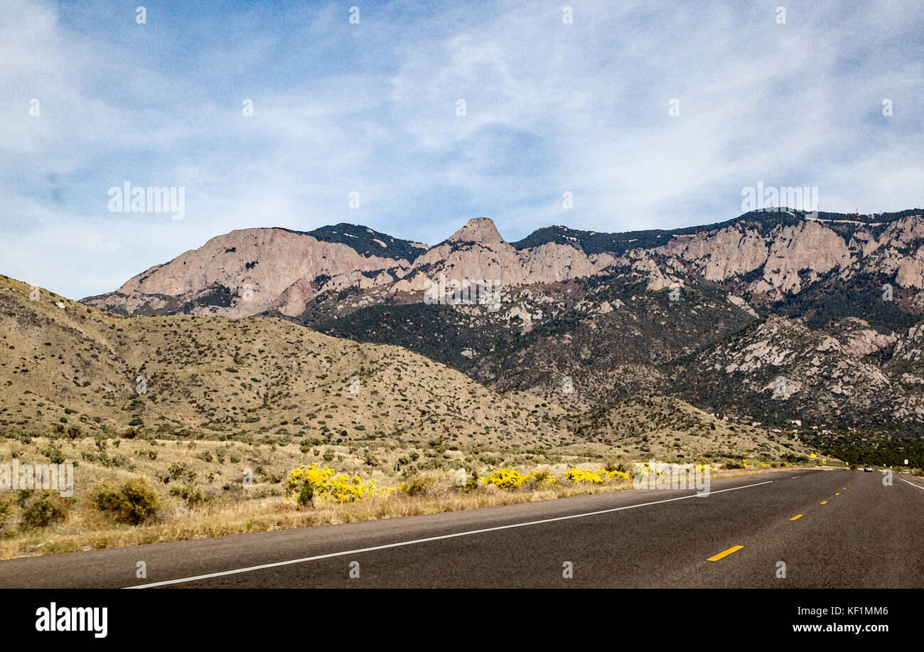 The Sandia Mountains rise above the city of Albuquerque - Stock Image